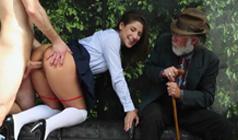 Публичный секс на автобусной остановке