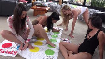 Игра в твистер закончилась лесбийской групповушкой
