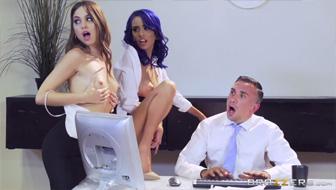 Порно в офисе: четыре бизнес леди ублажают начальника