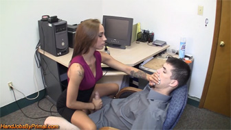 Подрочила коллеге в офисе
